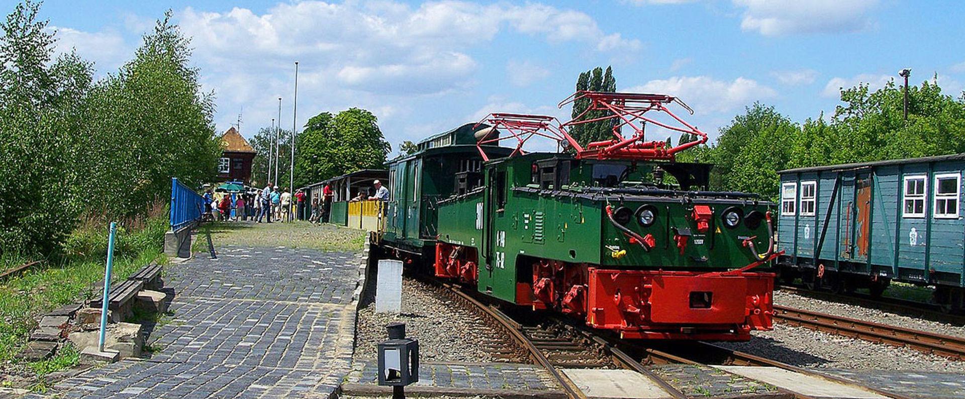 E-Lok Zug der Kohlebahn am Bahnhsteig in Meuselwitz.  © Pressebild Verein Kohlebahnen Meuselwitz e .V.