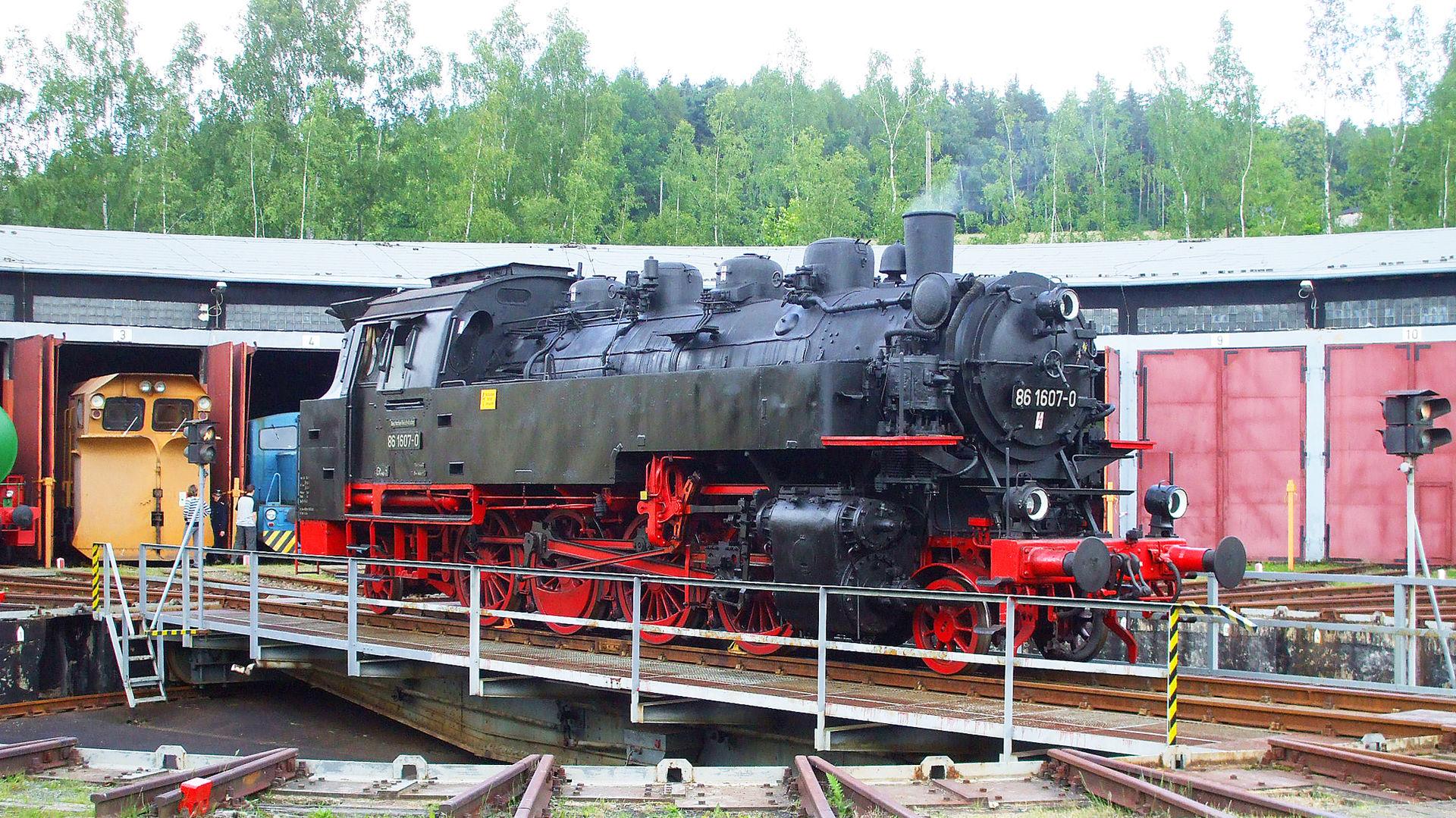 Dampflok 86 607 auf der Drehscheibe im Bw Adorf.  © Vogtländische Eisenbahnverein Adorf (Vogtl) e.V. - Heiko Schmidt