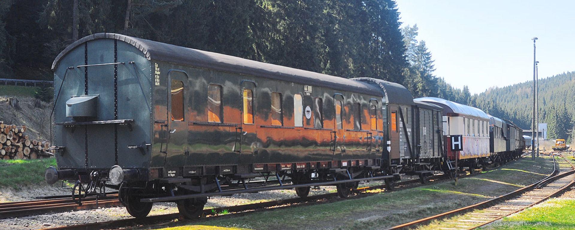Hitorische Wagen des FV Historische Westsächsische Eisenbahn.  © Rotkopf Görg Verlagsgesellschaft mbH - A Linz